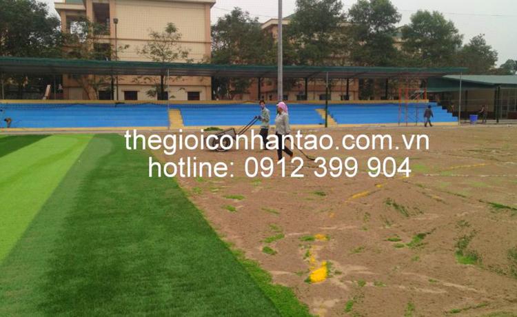 3. Thi công bề mặt sân cỏ nhân tạo 3