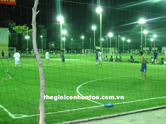 Phải có hàng rào cao hơn 3m đối với các sân bóng đá liền kề đường giao thông 2