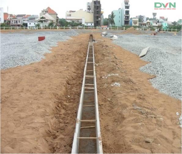Quy trình thi công nền hạ sân bóng đá cỏ nhân tạo