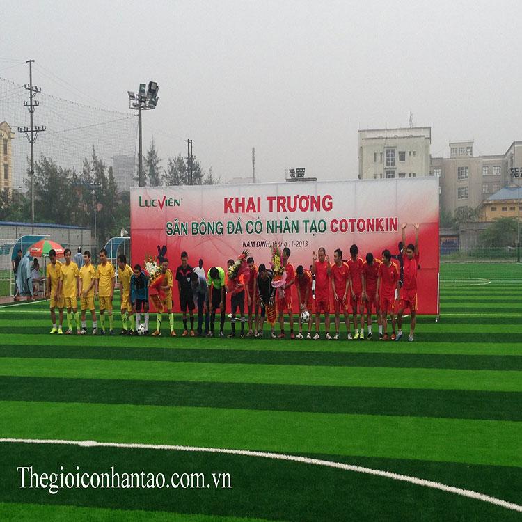 Toàn cảnh sân bóng đá cỏ nhân tạo Cotonkin ở tp.Nam Định 2