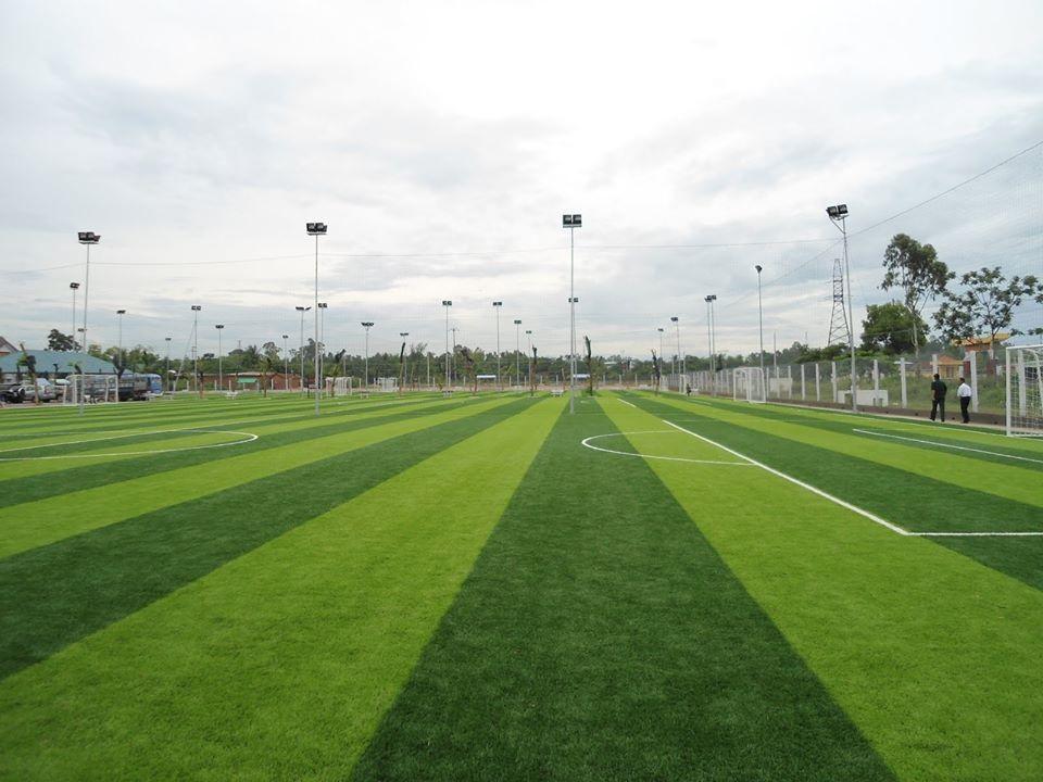 sân bóng đá hưng vượng