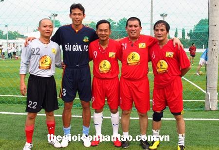Những chiêu thức kiếm tiền ngoài sân cỏ của cầu thủ Việt 3