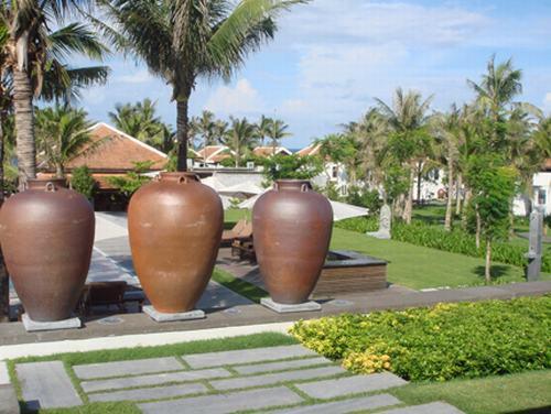 Khu vườn của bạn đẹp bất ngờ với gốm và cỏ nhân tạo sân vườn 2