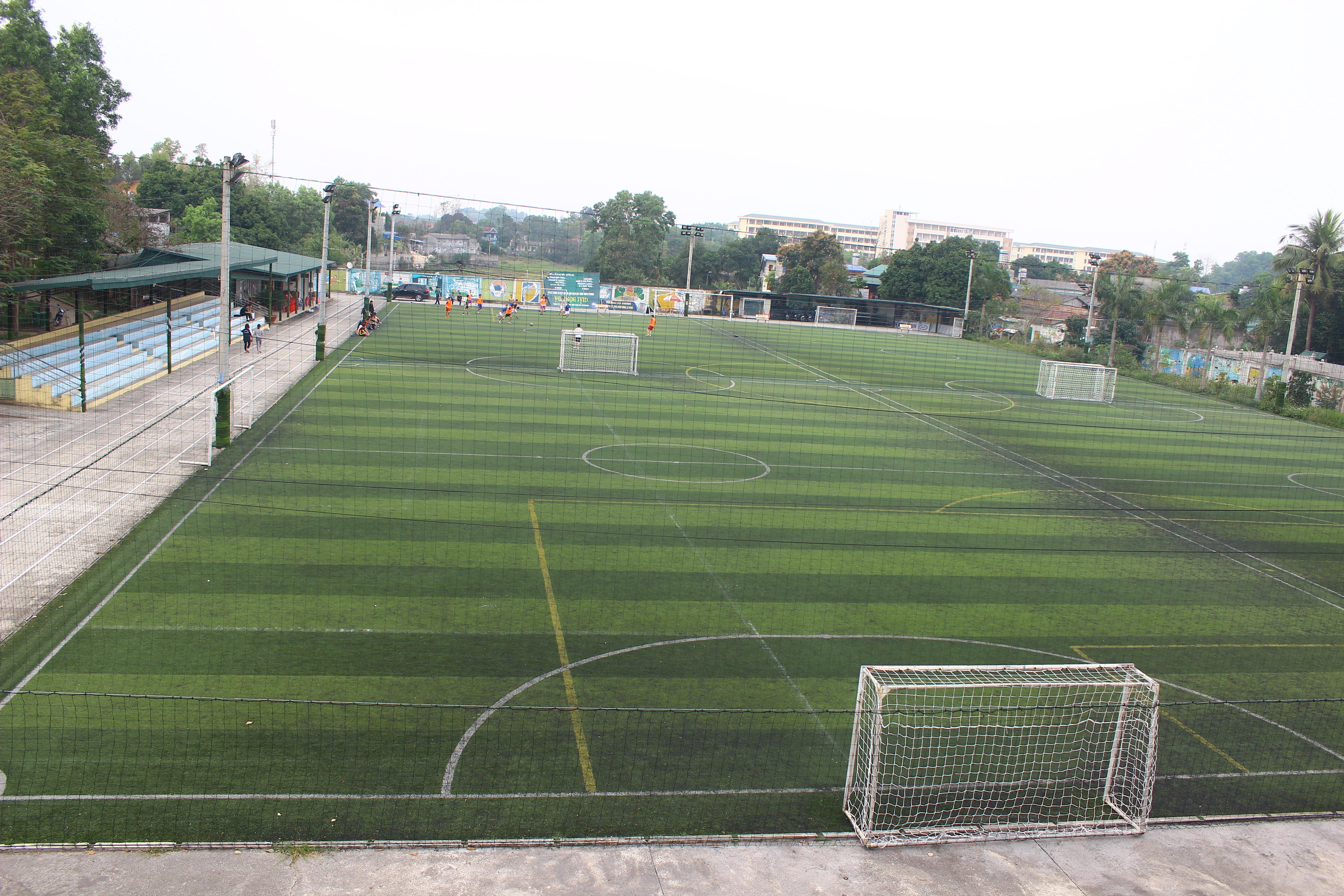 Sau khi gặp mưa lớn, sân bị ngập nước sẽ có một số vấn đề xảy ra như: 1