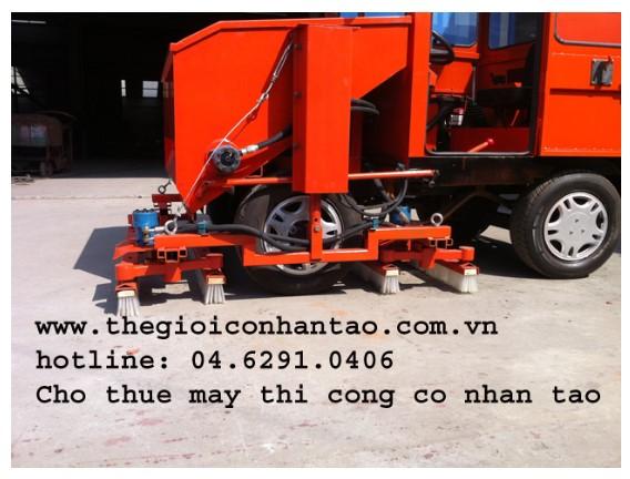 Máy thi công cỏ nhân tạo nhập khẩu 2