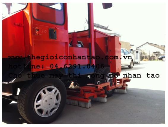 Máy thi công cỏ nhân tạo nhập khẩu 3