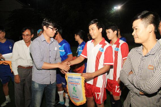 Giải bóng đá tranh cúp thegioiconhantao.com.vn tại Đồng Nai lần 2 – 2016 1