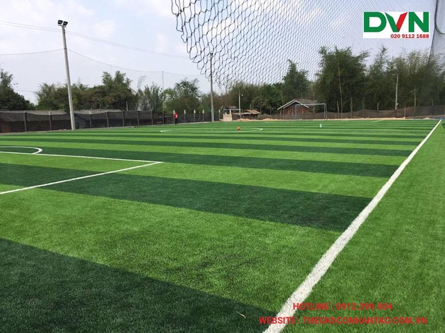 Một số hình ảnh của sân bóng đá cỏ nhân tạoXiengkhuang, Lào 1