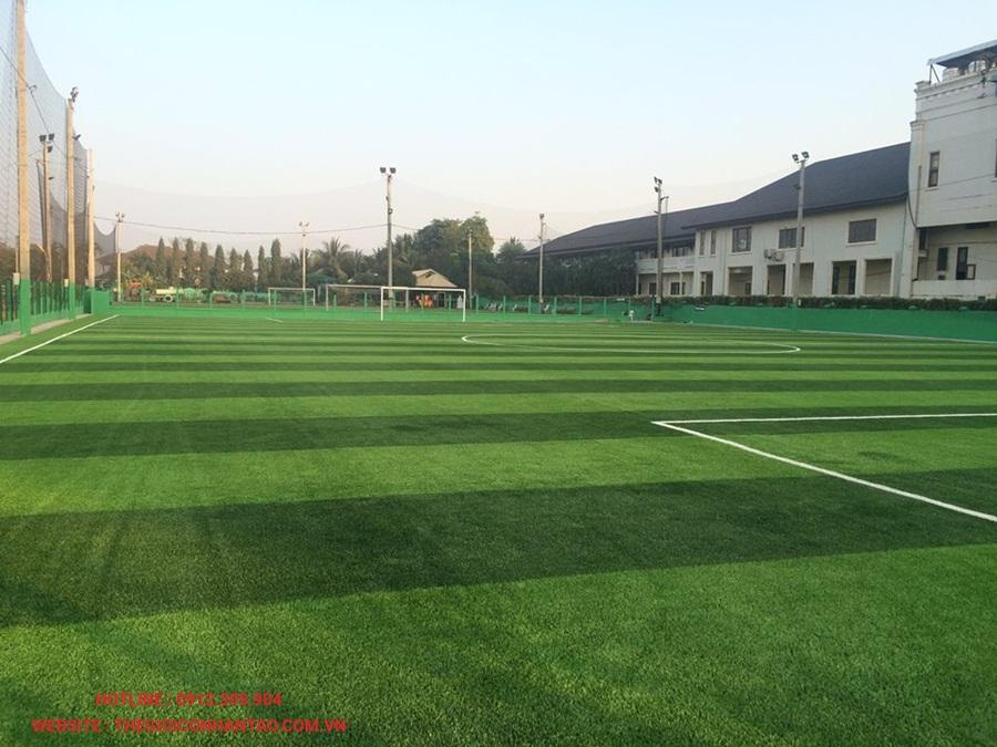 Sân bóng đá cỏ nhân tạo tại Công ty Srithai, Lào 1