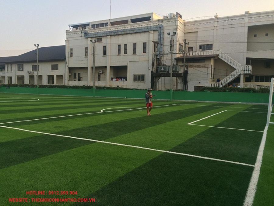 Sân bóng đá cỏ nhân tạo tại Công ty Srithai, Lào 2