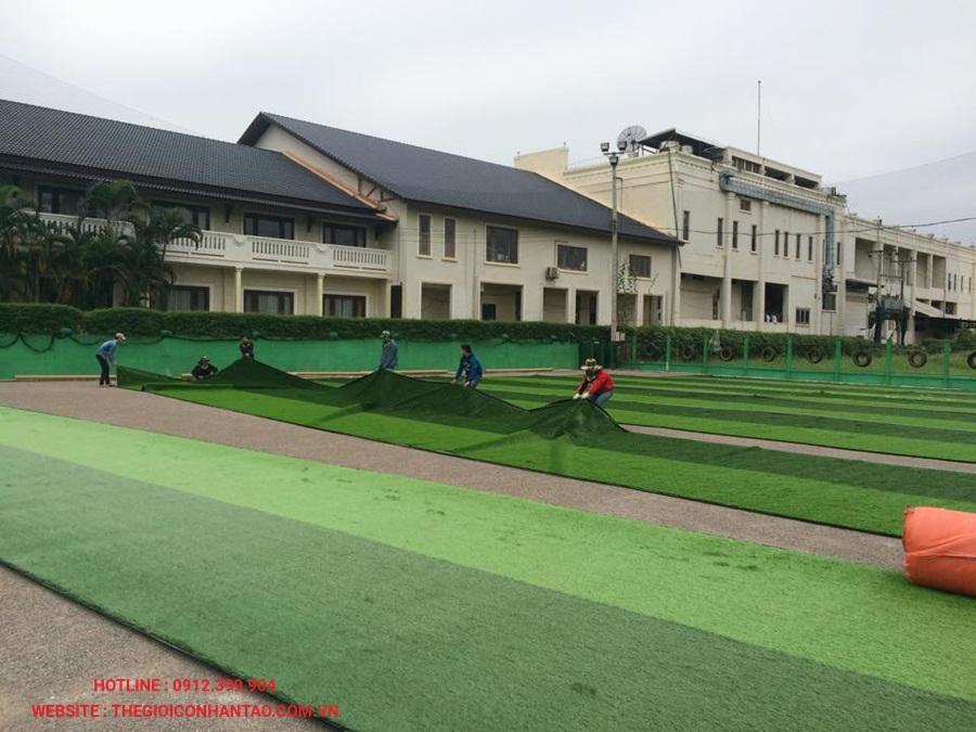 Sân bóng đá cỏ nhân tạo tại Công ty Srithai, Lào 4