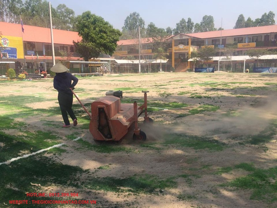 Sân bóng đá cỏ nhân tạo tại Viện Tòa Án, Lào 3