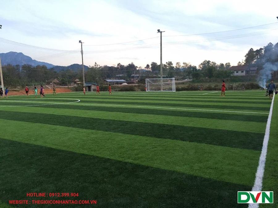 Một số hình ảnh của sân bóng đá cỏ nhân tạo tại Xayaboury, Lào 3