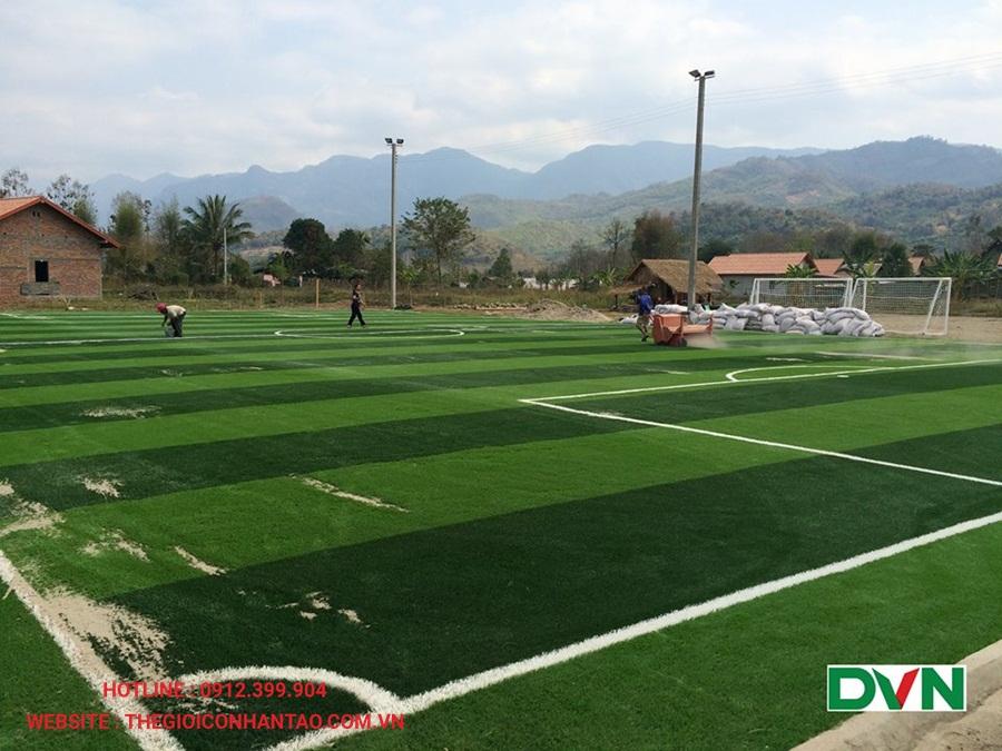 Một số hình ảnh của sân bóng đá cỏ nhân tạo Xiengnearn Luang Prabang, Lào 1