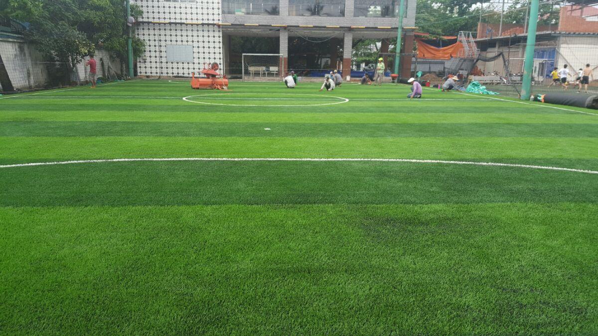 Khi nào cần bảo dưỡng mặt sân bóng cỏ nhân tạo 2