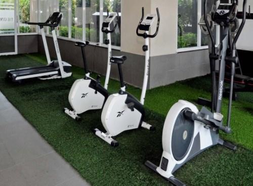 Phòng gym sẽ trở nên bớt khô cứng khi có màu mềm mại của cỏ nhân tạo 2