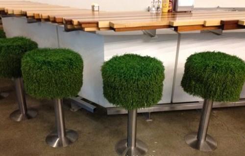 Tạo độ êm ái cho bàn ăn, ghế ngồi bằng cỏ nhân tạo 2