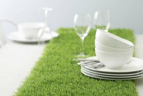 Tạo độ êm ái cho bàn ăn, ghế ngồi bằng cỏ nhân tạo 1
