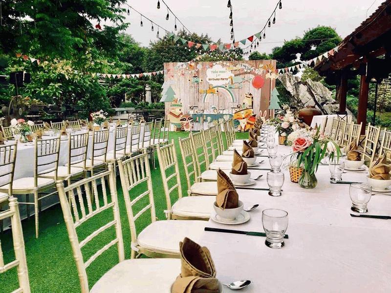Vì sao nên sử dụng cỏ nhân tạo trang trí tiệc cưới