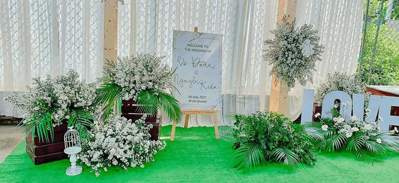 Sảnh tiệc cưới thảm cỏ nhân tạo