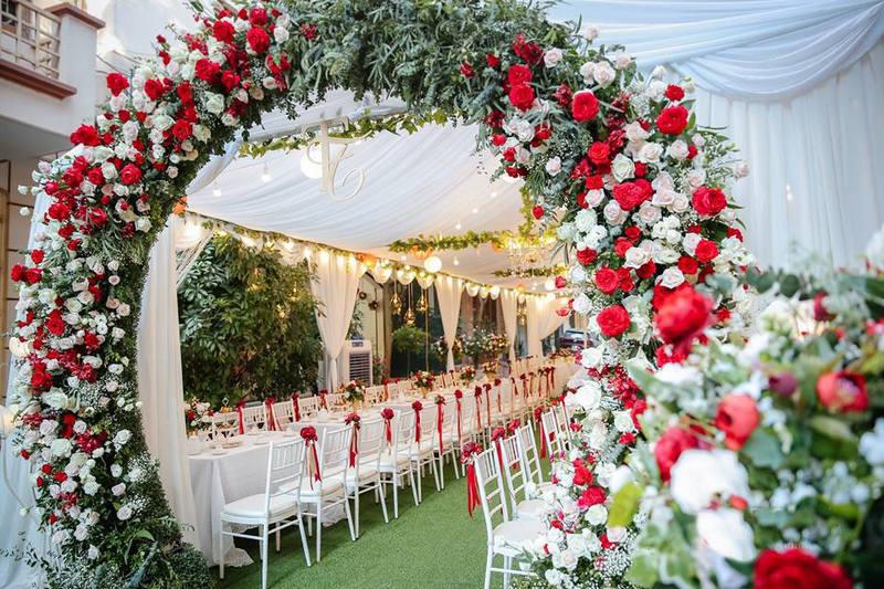 Thảm cỏ trang trí tiệc cưới ấn tượng