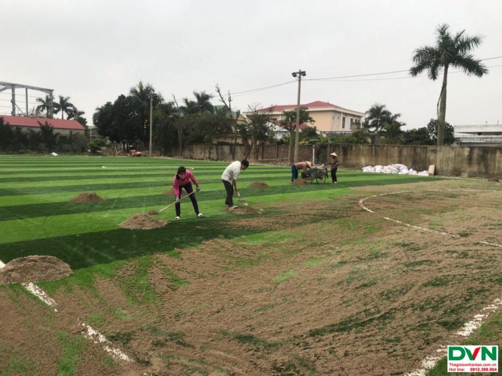 Thi công sân bóng đá cỏ nhân tạo Nam Giang - Nam Định 3