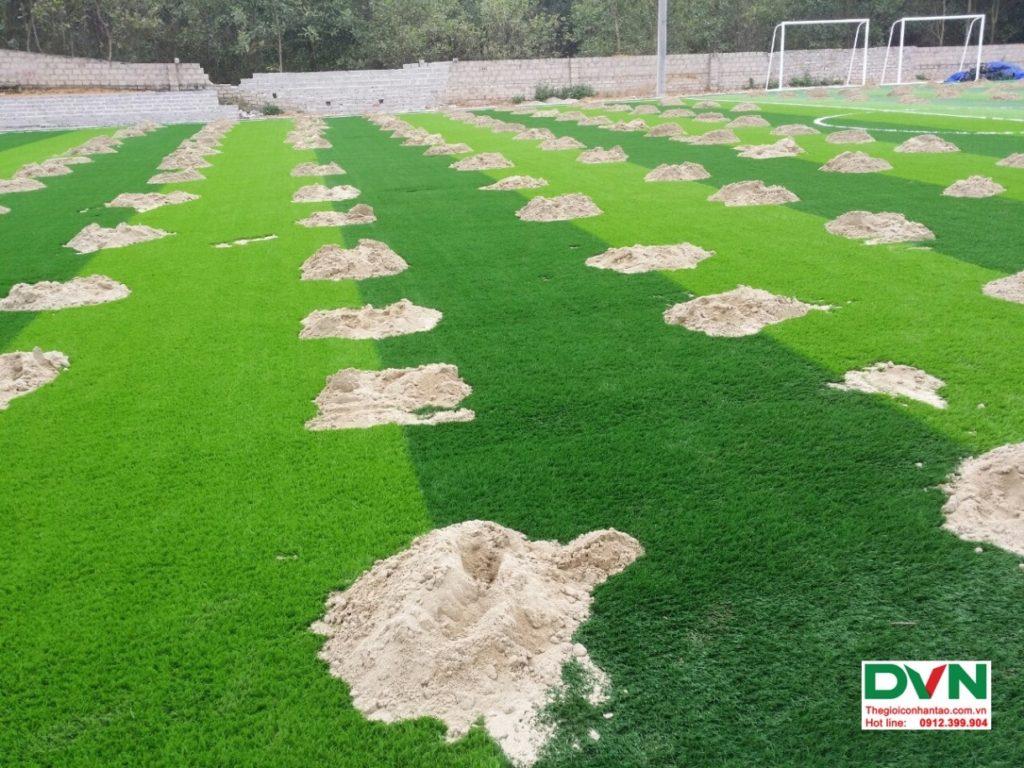 Thi công sân bóng đá cỏ nhân tạo Vĩnh Lộc - Thanh Hóa 10
