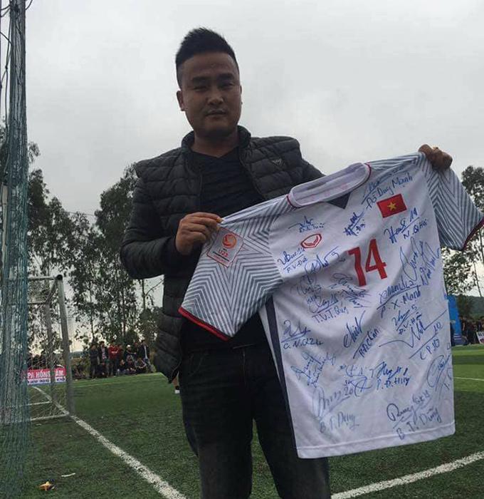 """Chiếc áo đấu của công thần U23 và hơi thở """"phủi chuyên nghiệp"""" ở mảnh đất Yên Thành 1"""
