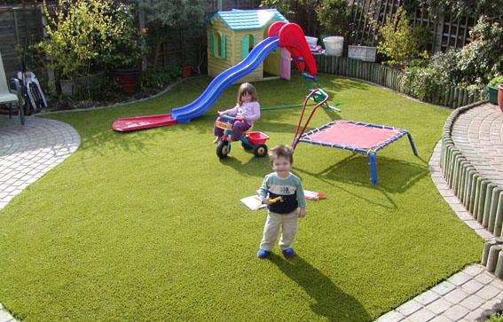 Bí quyết chăm sóc cỏ nhân tạo