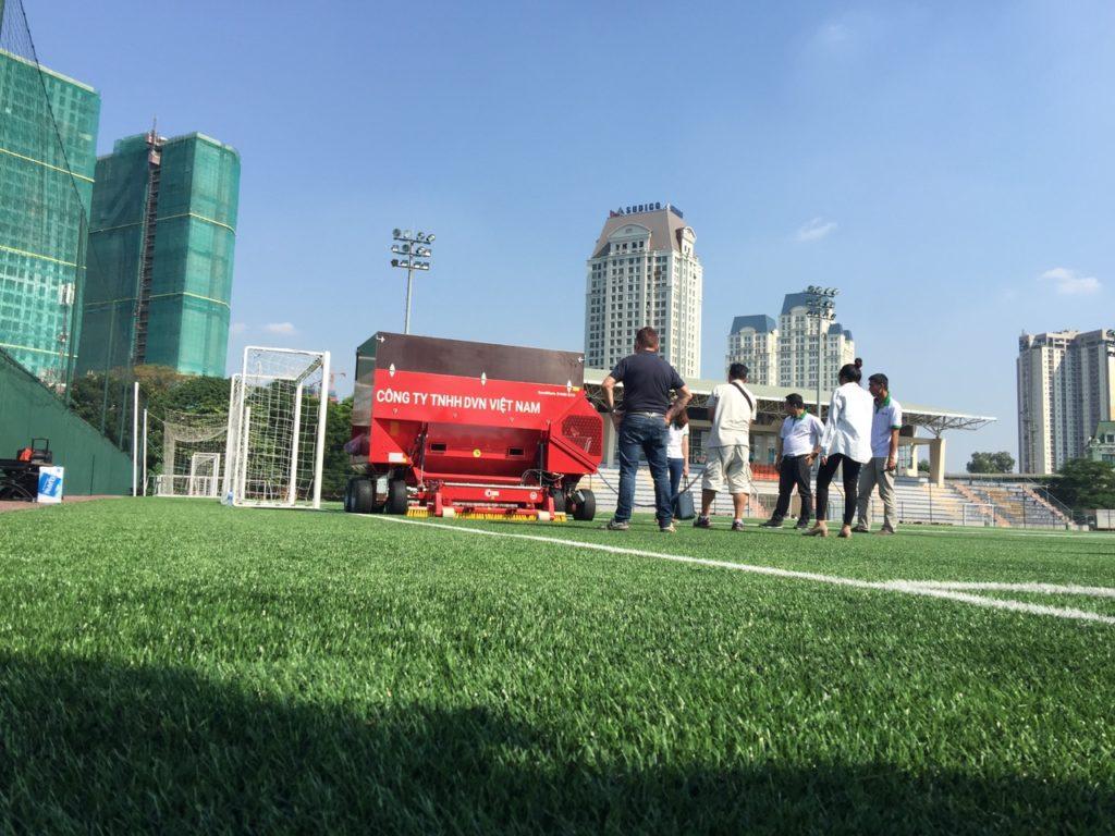 Máy thi công sân cỏ nhân tạo SANDMATIC B1505 ECO đã về Việt Nam! 4