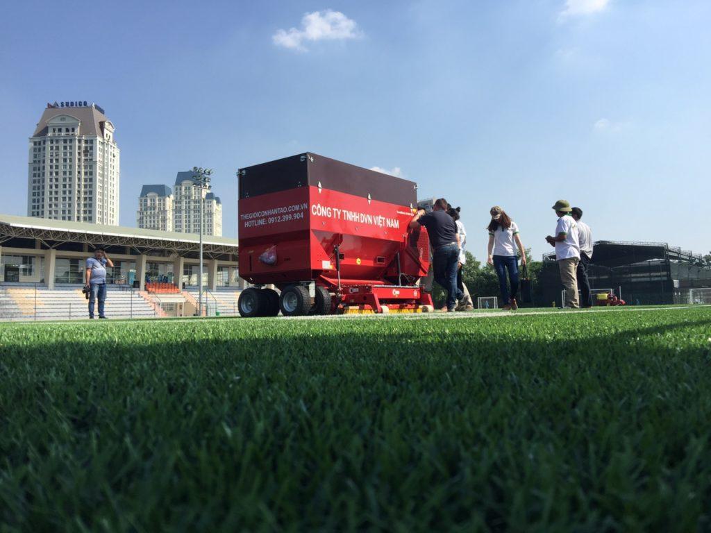 Máy thi công sân cỏ nhân tạo SANDMATIC B1505 ECO đã về Việt Nam! 1