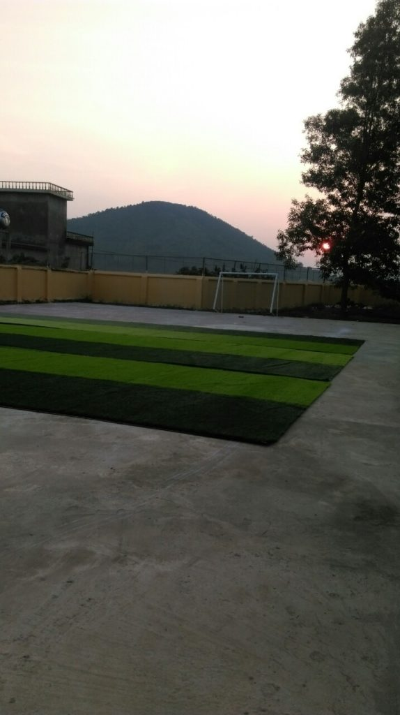Một số hình ảnh của dự án sân bóng cỏ nhân tạo tại Trường tiểu học Phượng Sơn 2, Lục Ngạn, Bắc Giang 2