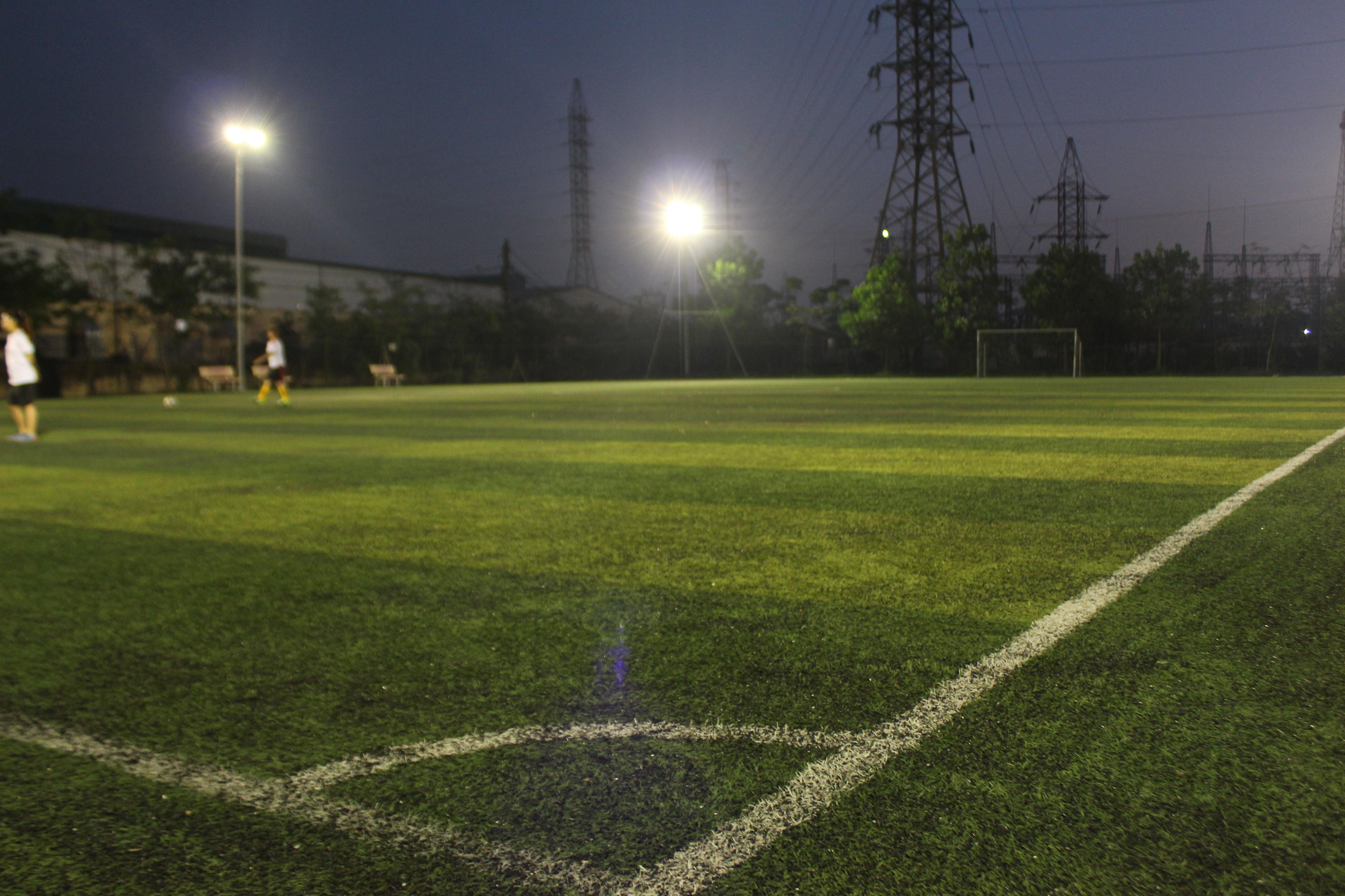 Bảo dưỡng sân bóng cỏ nhân tạo với máy Pportchamp tại Phố Nối, Hưng Yên 4