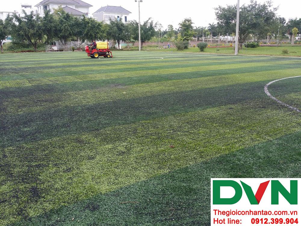 3, Bảo dưỡng Hạng mục mặt sân cỏ nhân tạo 1