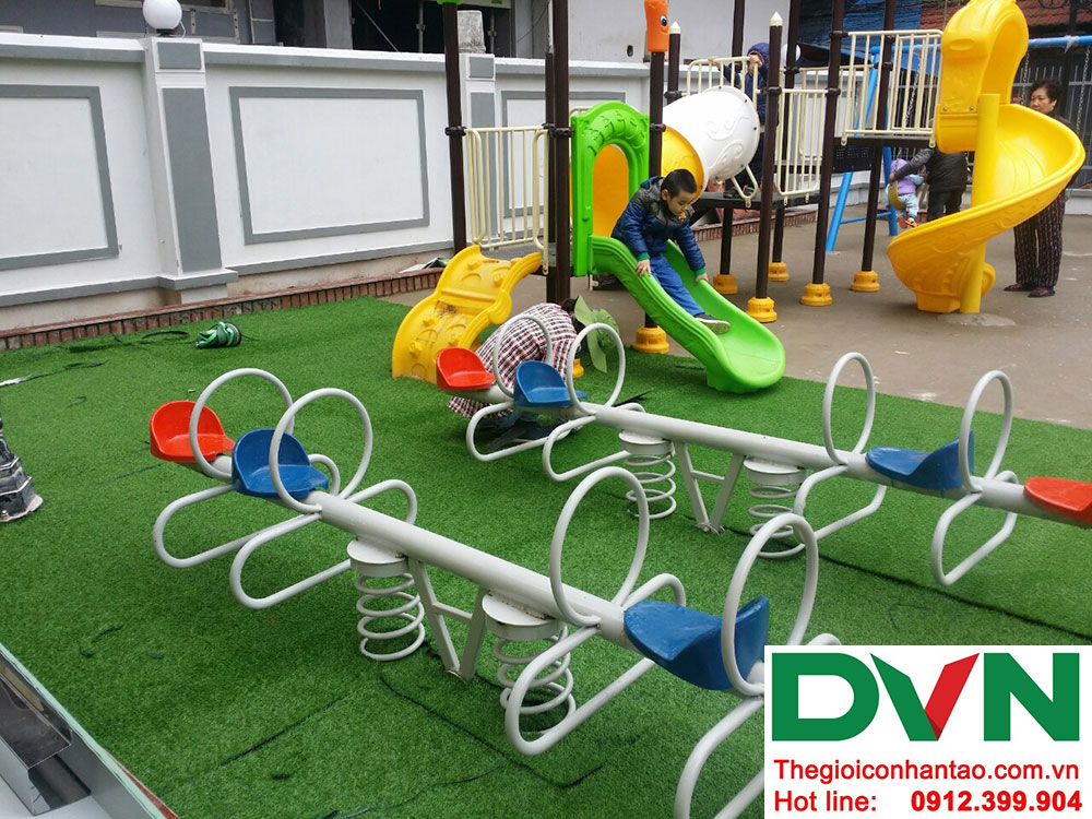 Một số hình ảnh của dự án trải cỏ nhân tạo sân chơi Nhà văn hóa số 42 ngõ Toàn Thắng - Khâm Thiên - Hà Nộ 3