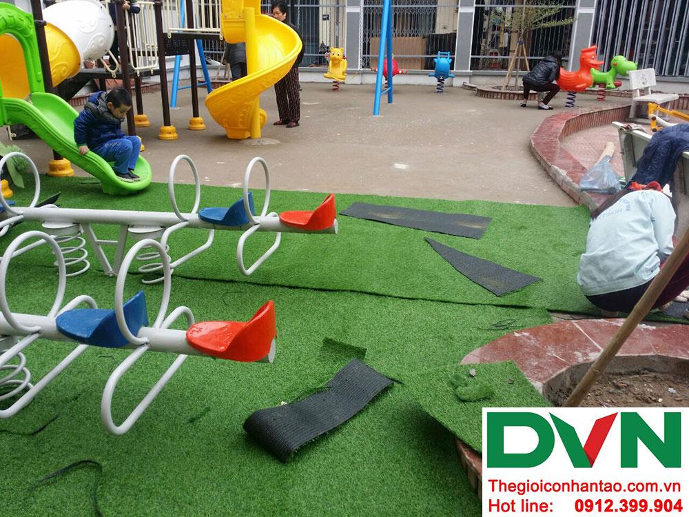 Một số hình ảnh của dự án trải cỏ nhân tạo sân chơi Nhà văn hóa số 42 ngõ Toàn Thắng - Khâm Thiên - Hà Nộ 2