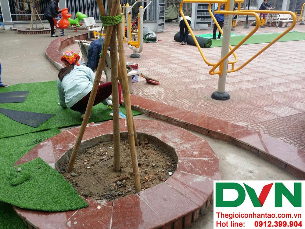 Một số hình ảnh của dự án trải cỏ nhân tạo sân chơi Nhà văn hóa số 42 ngõ Toàn Thắng - Khâm Thiên - Hà Nộ 1