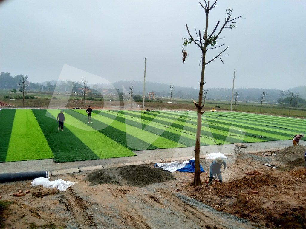 Cắt dán thảm cỏ nhân tạo