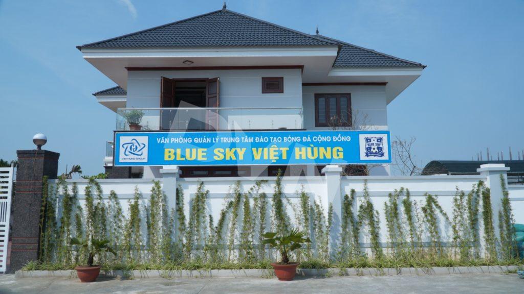 Thi công sân bóng đá cỏ nhân tạo Trung tâm Đào tạo bóng đá cộng đồng Blue Sky Việt Hùng -Thanh Hóa 1