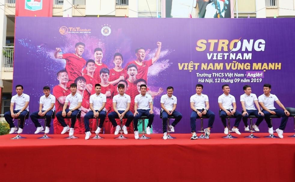 """Trường THCS Việt Nam – AnGiêRi đã đồng hành cùng chương trình """"Strong VietNam"""" 1"""