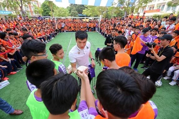 """Trường THCS Việt Nam – AnGiêRi đã đồng hành cùng chương trình """"Strong VietNam"""" 2"""