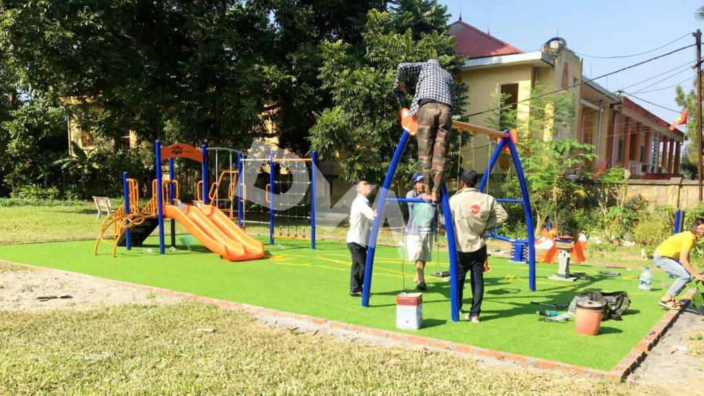 Sân chơi cỏ nhân tạo được trao tặng tại tỉnh Yên Bái