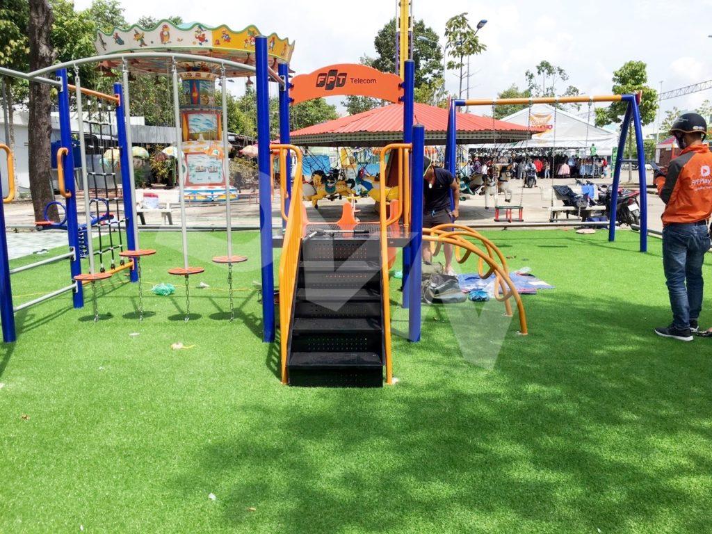 1, Một số hình ảnh sân chơi tạiCông viên Lạc Hồng 2
