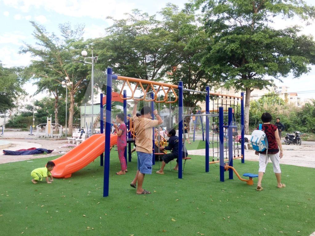 1, Một số hình ảnh sân chơi cỏ nhân tạo tạiNhà thiếu nhi xã Phong Phú 4