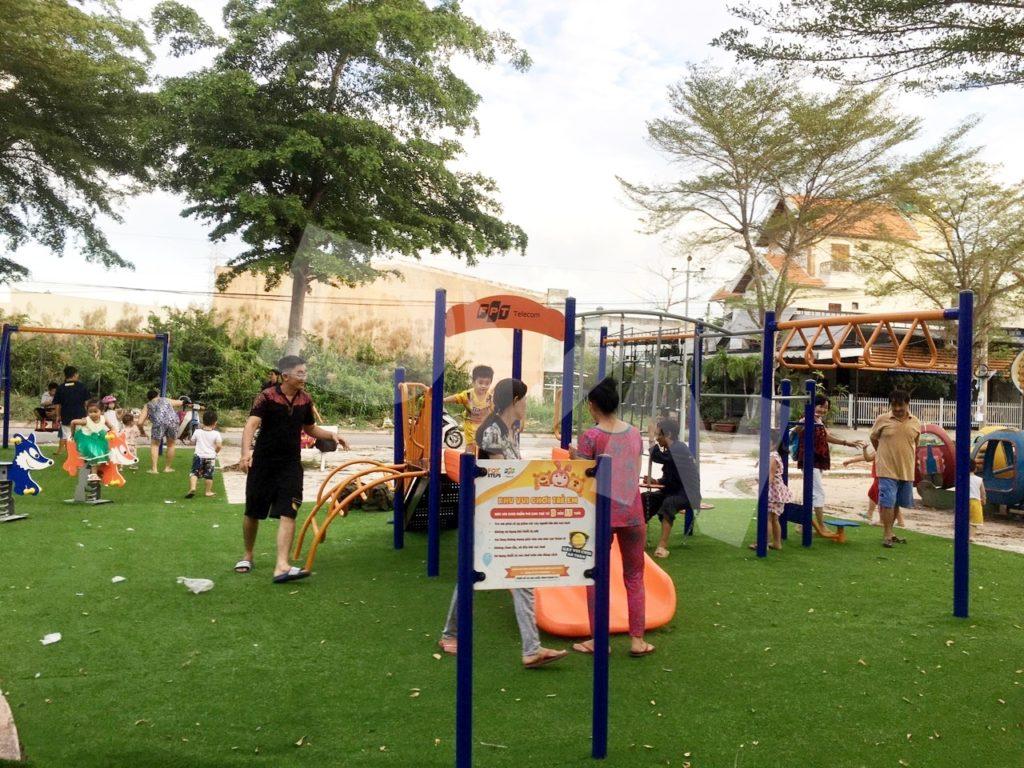 1, Một số hình ảnh sân chơi cỏ nhân tạo tạiNhà thiếu nhi xã Phong Phú 3