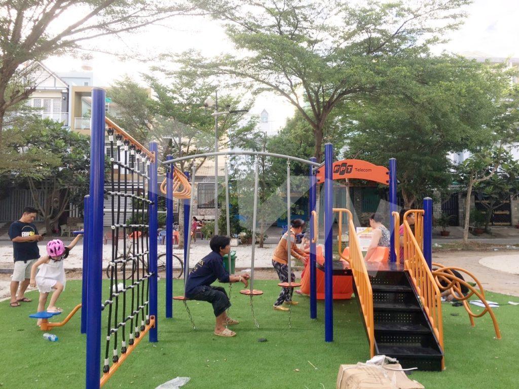 1, Một số hình ảnh sân chơi cỏ nhân tạo tạiNhà thiếu nhi xã Phong Phú 2