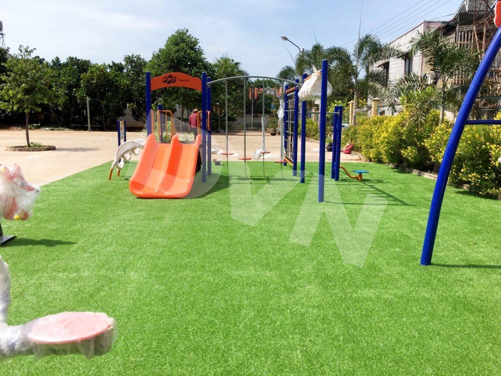 1, Một số hình ảnh sân chơi cỏ nhân tạo tạiNhà văn hoá ấp Xuân Định 2