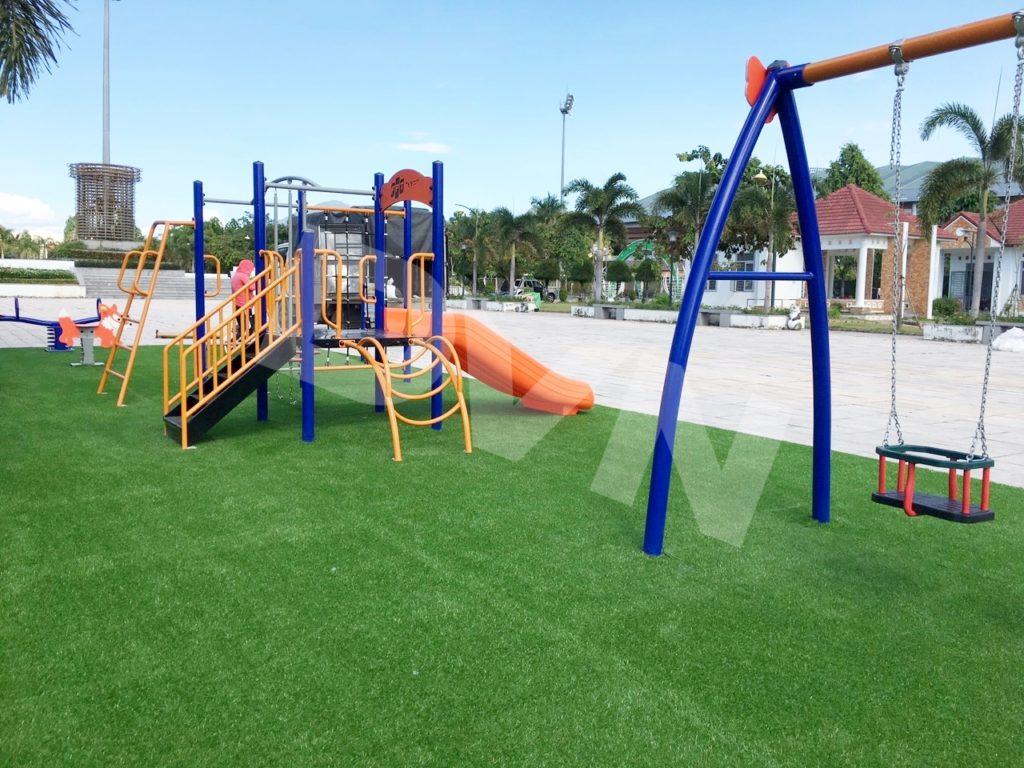 1, Một số hình ảnh sân chơi cỏ nhân tạo tạiCông viên Xuân Hồng 4
