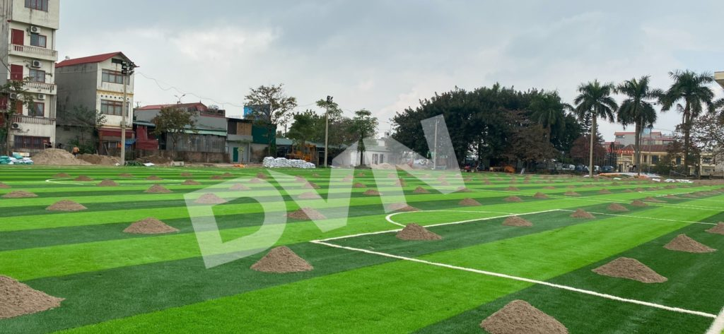 1,Một số hình ảnh thi công sân bóng cỏ nhân tạoNhà thi đấu Gia Lâm 3