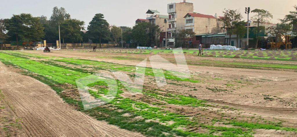 1,Một số hình ảnh thi công sân bóng cỏ nhân tạoNhà thi đấu Gia Lâm 1